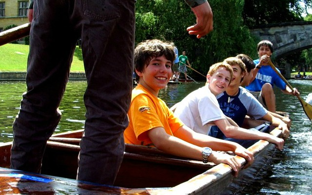 jovenes de excursion en Cambridge
